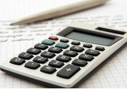 Výber kalkulačky na pracovný alebo študentský stôl