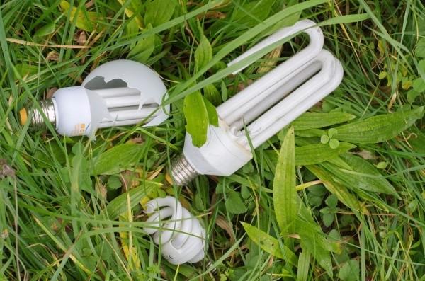 Čo robiť pri rozbití úspornej žiarovky